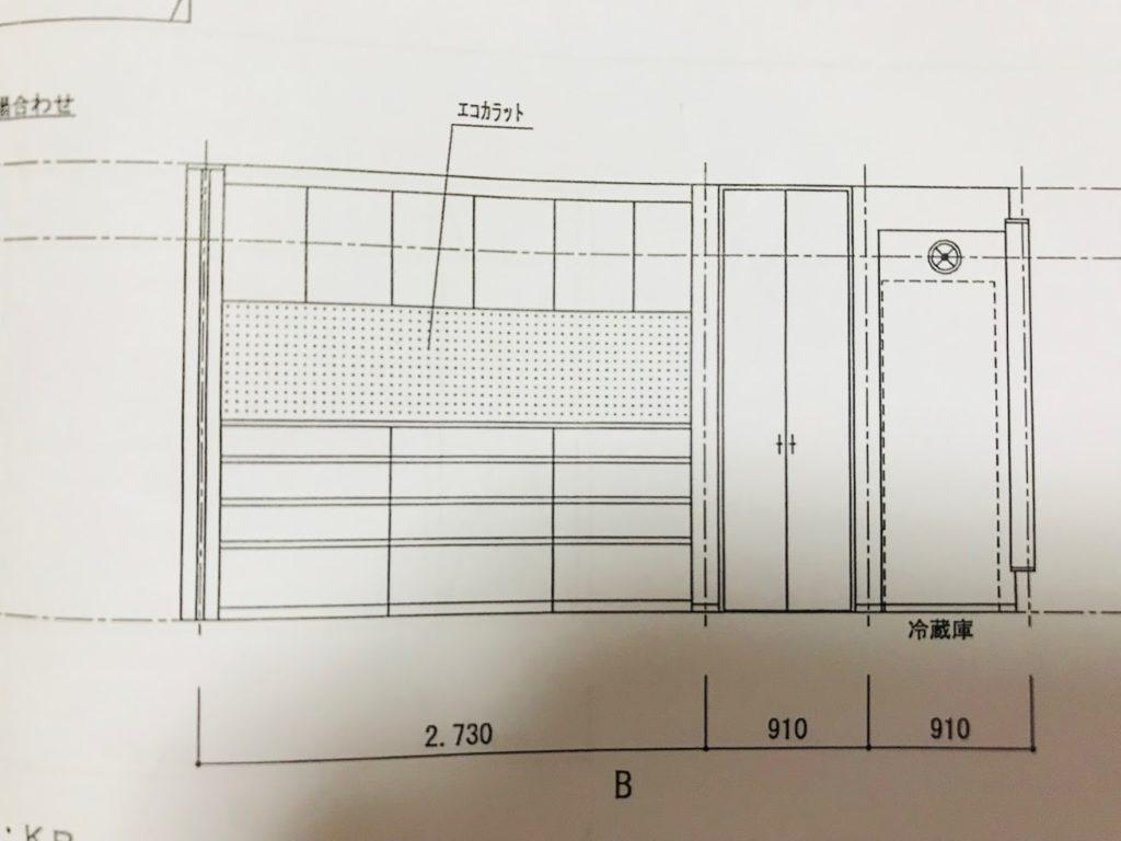 吊り扉の下にエコカラットが施工してあるカップボードの図面