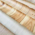 斜めに並べた木目壁紙サンプル