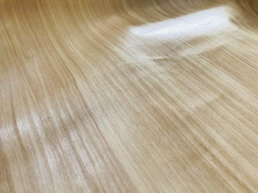 木目壁紙のアップ