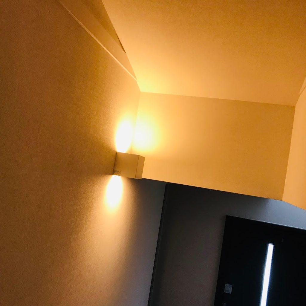 新築階段の照明の写真