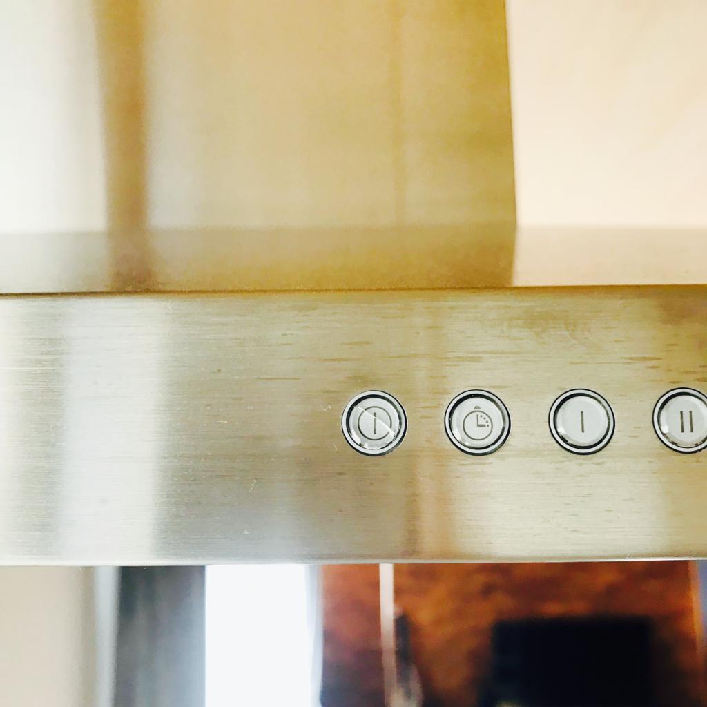 換気扇のボタンのアップ写真